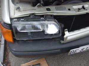 Ford Scorpio Schweinwerferglas wechseln 011