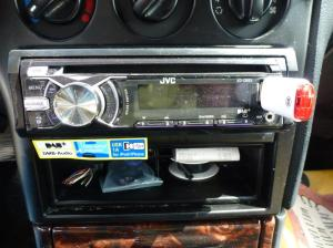 Das ist das 1-Din-DAB+-Autoradio, JVC KD-DB53, das ich eingebaut habe.