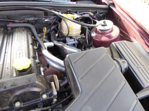 Ford Sierra Motor und Innenraum 051